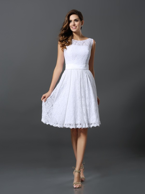 Charming A-Line Scoop Sleeveless Short Lace Bridesmaid Dress