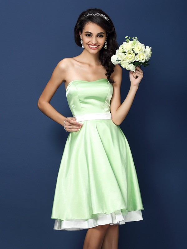 Charming A-Line Strapless Sleeveless Short Elastic Woven Satin Bridesmaid Dress
