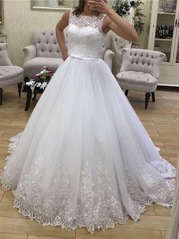 Stunning Ball Gown Tulle Scoop Sleeveless Court Train Wedding Dress