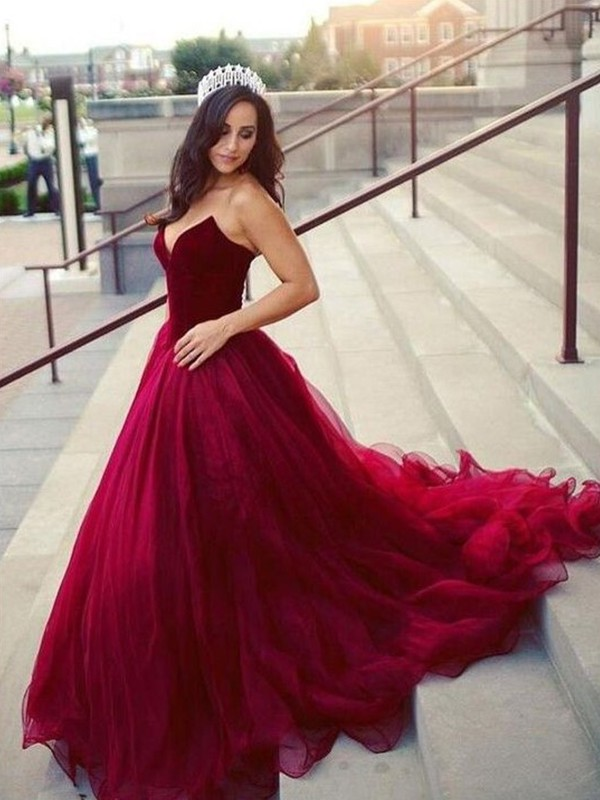 Stunning Ball Gown Sleeveless Sweetheart Court Train Tulle Dress