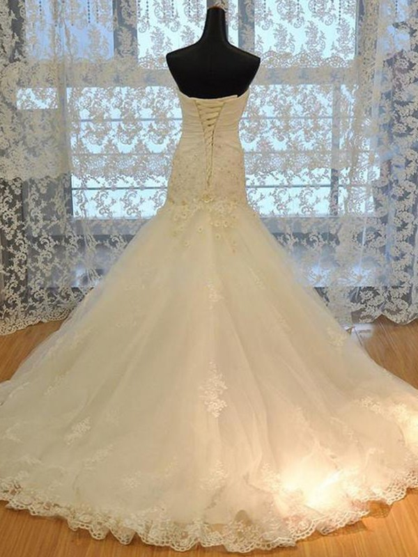 Elegant Mermaid Sweetheart Tulle Sleeveless Court Train Wedding Dress