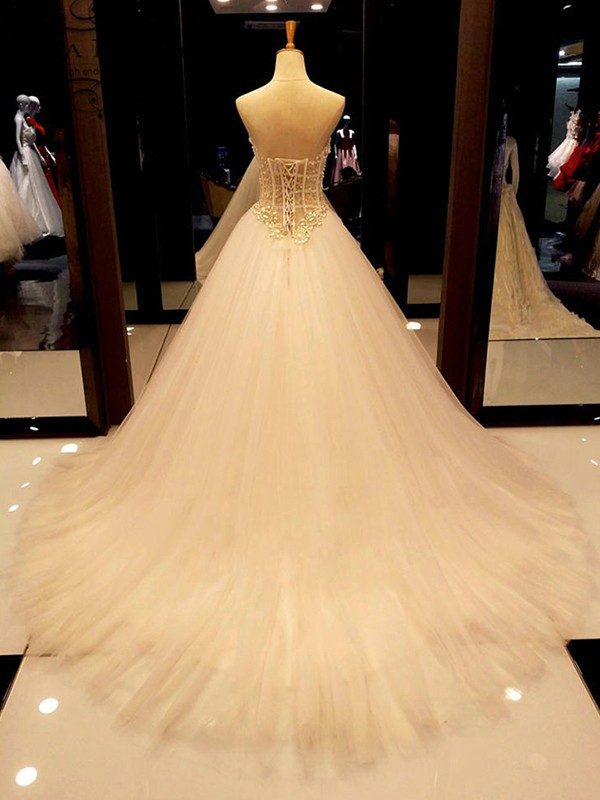 Elegant Ball Gown Sweetheart Tulle Court Train Sleeveless Wedding Dress