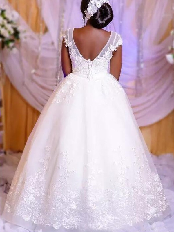 Stunning Ball Gown Organza Scoop Sleeveless Floor-Length Wedding Dress